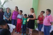Entrega de Lentes a niños de Primaria